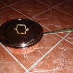 Медная сковородка с крышкой